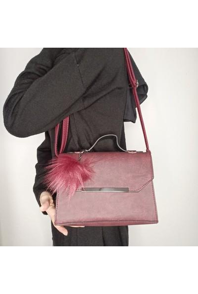 Zeren Klasik Ponpon Detaylı Çanta