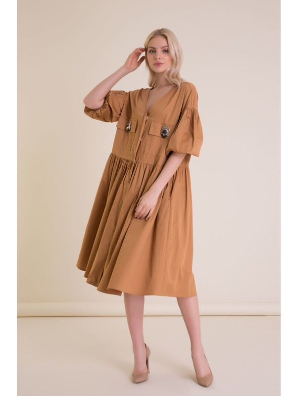 Aksesuar Detaylı V Yaka Tütün Rengi Midi Elbise