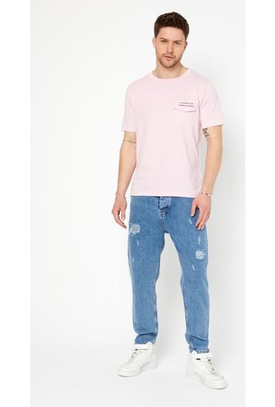 Tarz Cool Erkek Açık Pembe Slim Fit Bisiklet Yaka Kısa Kollu Sol Cep Yazı Detaylı T-Shirt-Lookbckr01S