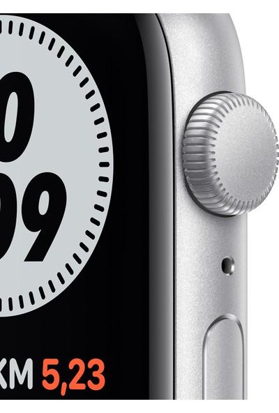 Apple Watch Nike SE 44mm GPS Silver Alüminyum Kasa ve Pure Platinum/Siyah Nike Spor Kordon MYYH2TU/A