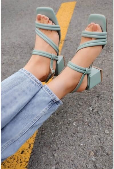 Hart Deri Çapraz Iki Bantlı Arkadan Kemerli Mint Yeşil Alçak Topuklu Ayakkabı