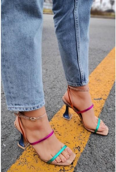 Carmen Parlak Deri Ince Bantlı Multi Renkli Zümrüt Yeşili Kalın Topuklu Ayakkabı