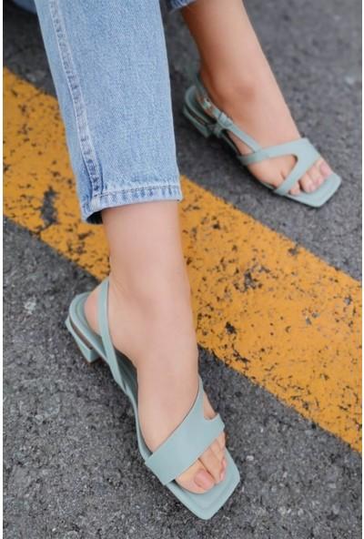Eve Deri Ucu Açık Bilekten Kemerli Dore Detaylı Mint Yeşili Alçak Topuklu Ayakkabı