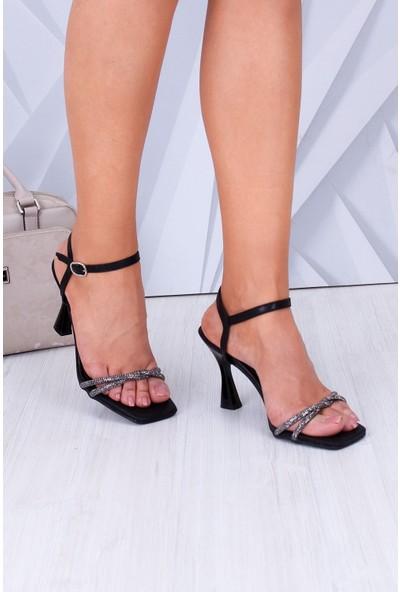 Park Moda Taşlı Ince Bant Topuklu Siyah Kadın Ayakkabı