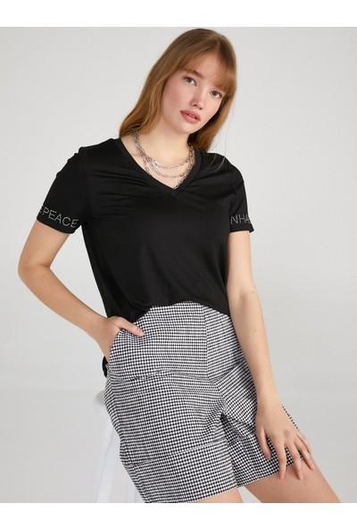 Faik Sönmez Kolları Taş Sloganlı V Yaka T-Shirt 62519
