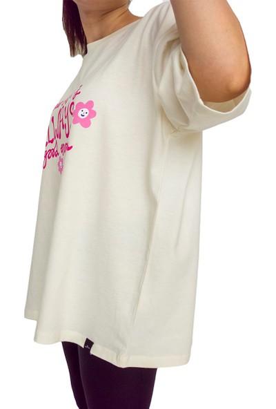 Fit and Size Kadın Önü Baskılı Yuvarlak Yaka Kısa Kollu Pamuklu Oversize T-Shirt