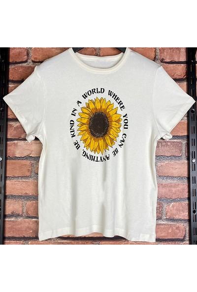Kadın Önü Baskılı Yuvarlak Yaka Kısa Kollu Pamuklu T-Shirt