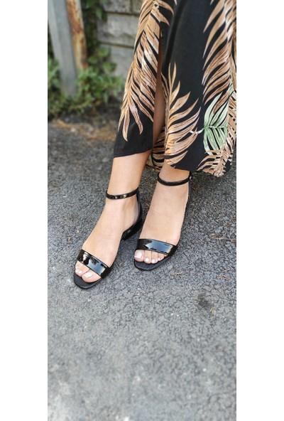 Masis Nicole Siyah Rugan Metal Topuk Klasik Sandalet