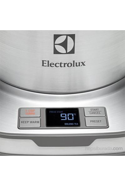 Electrolux EEWA7800 Expressionist 2400W 1,7Lt Dijital Ayarlı 3 Yönlü Otomatik Kapanmalı Su Isıtıcı