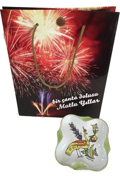 Vago Minds Yılbaşı Seti: Müzikli Çanta & Porselen Dekor Kare Tabak - Kuş
