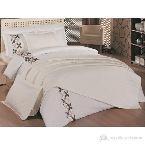 Merinos Saten Yatak Örtüsü & Pul Nakışlı Flaş Saten Nevresim Takımı Çift Kişilik Krem
