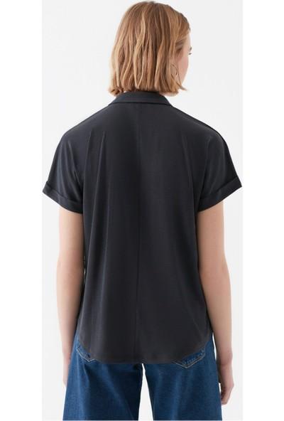 Arm Düğmeli Siyah Tişört