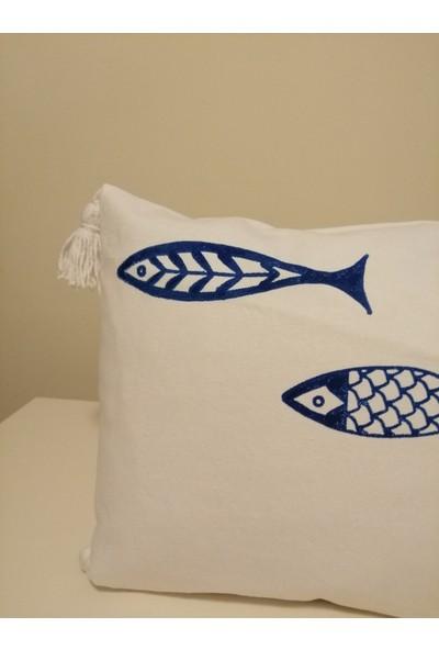 Heybelioda Beyaz Keten Marin Temalı Balık Desen El Boyama Dekoratif Kırlent