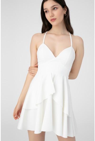 Berfuğ Kıran Göğüsü Açık Sırt Detaylı Mini Elbise