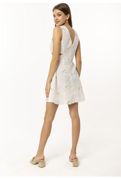 Coral Yanları Pencere Detaylı Elbise Beyaz