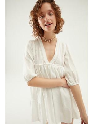 Quzu Şerit Detaylı V Yaka Mini Elbise Beyaz