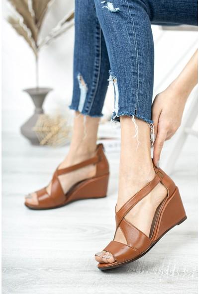 Tarçın Kadın Dolgu Topuklu Deri Sandalet TRC138-0115