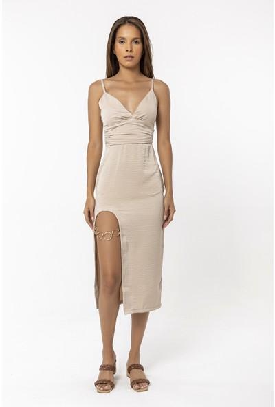 Coral Yırtmacı Halka Detaylı Askılı Elbise Vizon
