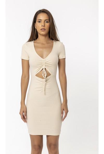 Coral V Yaka Önü Büzgülü Elbise Bej