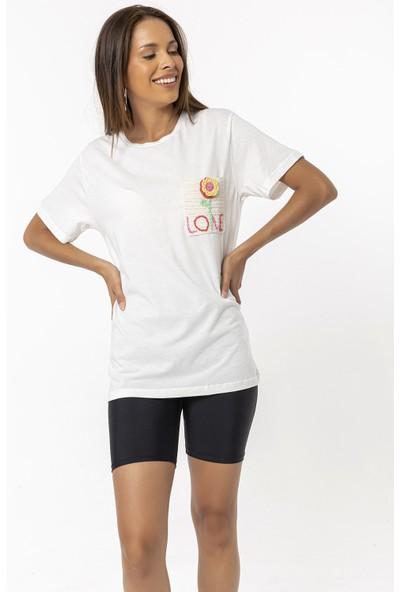 Coral Cebi Çiçek Nakışlı T-Shirt Ekru