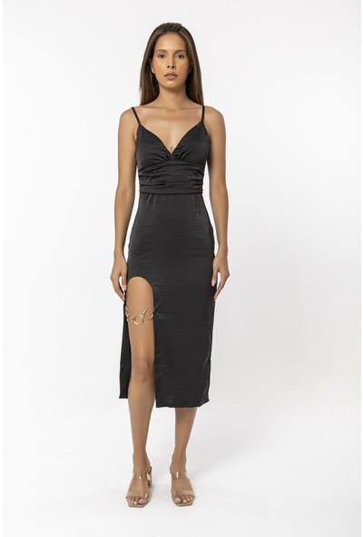 Coral Yırtmacı Halka Detaylı Askılı Elbise Siyah