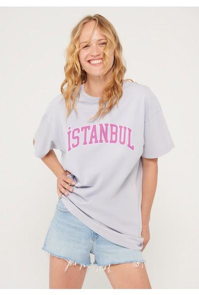 Mavi Istanbul Baskılı Gri Tişört